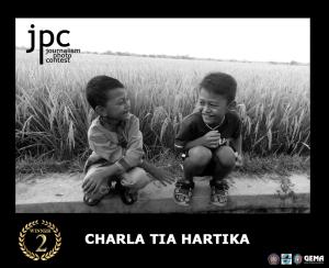 juara Kedua Nama : Charla Tia Hartika Asal : Bekasi Judul Foto : (Kenalan)