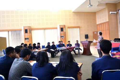 Suasana saat bapak Rian Herviansyah dari KPK menyampaikan materi tentang anti korupsi.
