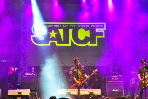 Band ternama asal Malang, SATCF, menghipnotis galaksi Polinema dengan kualitas tinggi kemampuan musikalnya.