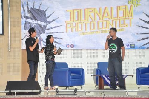 Pemberian materi kepada peserta Journalism Photo Contest