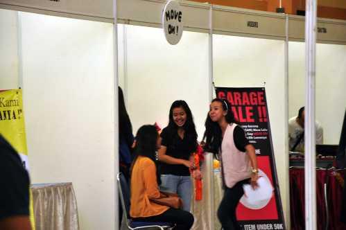 Para peserta yang sedang bercanda ria di sela-sela acara kemarin (22/01).