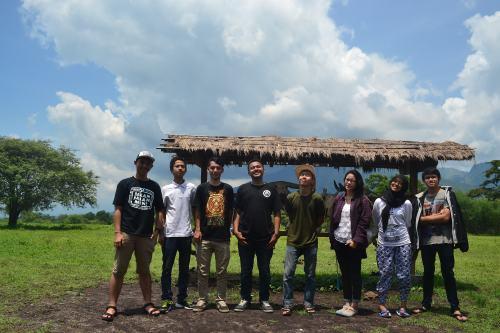 Kompeners yang berlibur di TN Baluran (dari kiri ke kanan): Rafles Vicar, Dion Muh,Ahmad Zainurrohim, Irtafa Masruri, Tri Budi, Eka Zulfa, Zakiyatun Nafsi, Yulvan Chairil.