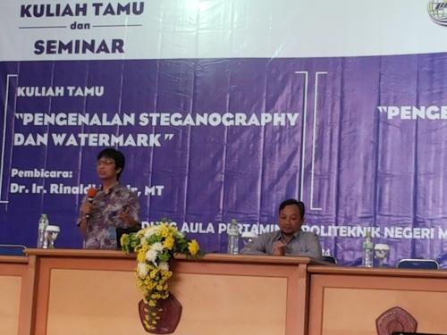Ir. Dr. Rinaldi Munir, MT menjelaskan tentang steganografi dan watermark (11/06).