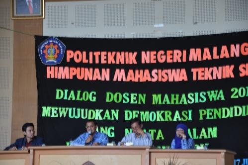 (dari kanan) Sitti Safiatus Riskijah, ST.,MT, Marjono, ST., dan MT , Drs. Susapto, MT menanggapi aspirasi mahasiswa (17/06).