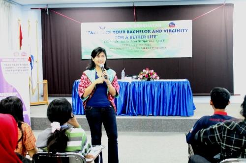 dr. Sinta menjelaskan pentingnya menjaga keperawanan dan keperjakaan, Sabtu (07/06) lalu.