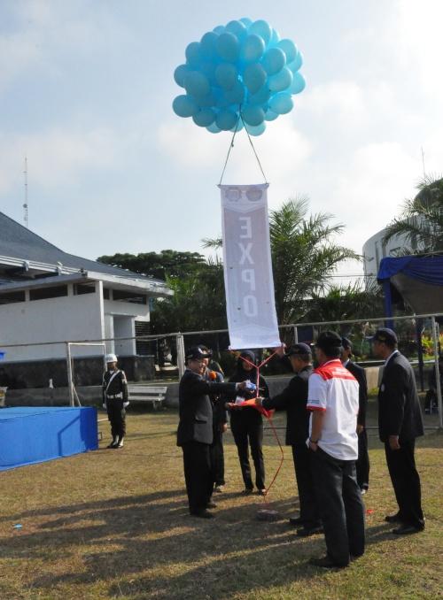 Gunting pita dalam pelepasan balon oleh Pak Tundung (25/08).