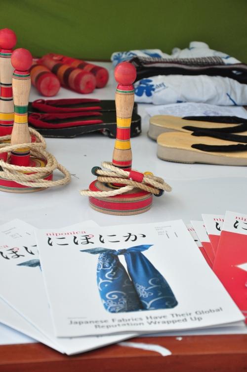 Berbagai permainan kebudayaan Negeri Sakura yang dipamerkan panitia ini bisa dicoba pengunjung secara gratis (11/10).