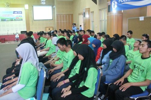 Tampak kehanyutan peserta dalam renungan LKMTD (27/09).
