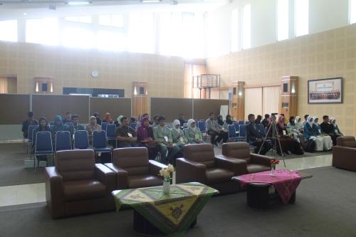 Suasana berlangsungnya LKTI Se-Jawa di Aula Pertamina Polinema (16/11).