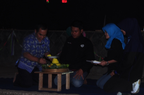 Pemotongan tumpeng oleh Bapak Aad Hariyadi selaku Dosen Pembina Kemahasiswaan Workshop Electro (21/11).