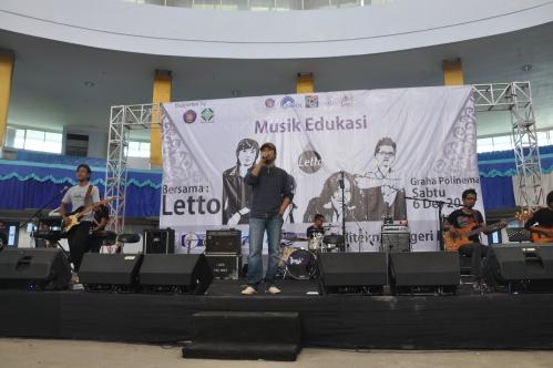Penampilan Letto saat mengisi acara Musik Edukasi di Graha Polinema (6/12).