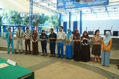 12 peserta lomba CCC yang berasal dari tingkat regional Jawa Timur sedang mengambil nomor urut peserta (11/01).