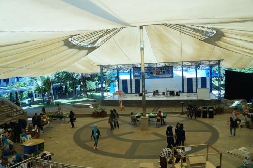 Terlihat peserta sedang merakit mading 3D dalam lomba CCC di Graha Theater (11/01).