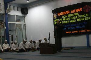 Penyampaian ceramah oleh Ustad Muhammad Arif dalam acara Yasinan Akbar