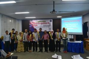 Foto bersama pemenang dan juri English Speech, Story Telling, dan News Reporting.