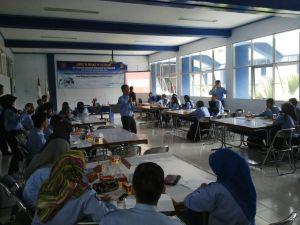 Suasana pelaksanaan Forum Diskusi Ilmiah UKM PP pada pertemuan ke-empat yang bertempat di ruang Auditorium Gedung AE Polinema