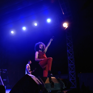 Aksi Jessie Chaton (vokal) saat di atas panggung.