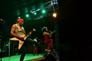 Penamapilan Jessie Chaton (vokal), Mika Luna (gitar), Rae Mone (bass) dan Antoine Goussard (drum)  saat di atas panggung.