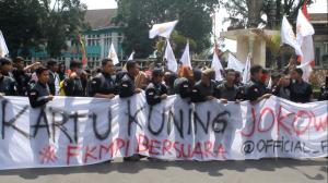 Peserta MUNAS FKMPI antusias melakukan aksi turun ke jalan pada kamis (29/04)