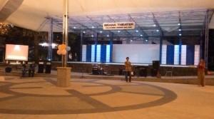 Pembukaan acara Dies Natalis Dewan Perwakilan Mahasiswa oleh MC di graha Theater Polinema.