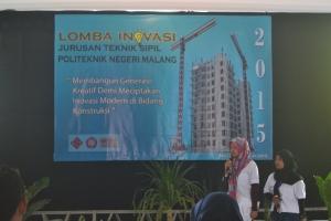 Presentasi yang dilakukan oleh setiap kelompok Lomba Karya Inovasi untuk menjelaskan produknya di depan 3 juri dari dosen Teknik Sipil.