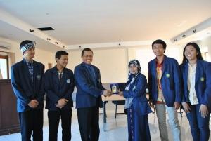 Penyerahan vandel dari Politeknik Negeri Malang kepada Universitas Udayana.