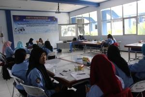 Suasana diskusi ilmiah yang diselenggarakan oleh UKM Pendidikan dan Penalaran.